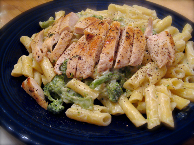 Reci-bee: Pasta Alfredo with Chicken and Broccoli | The Hob-bee Hive