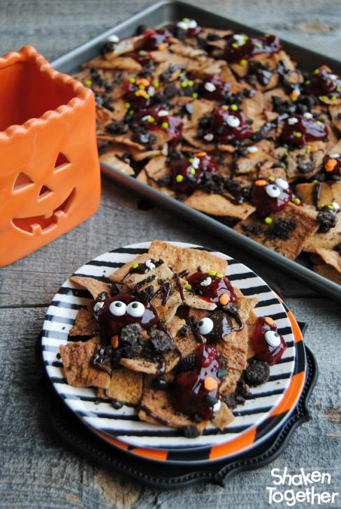 zombie-nachos-halloween-dessert-nachos-plate-tray